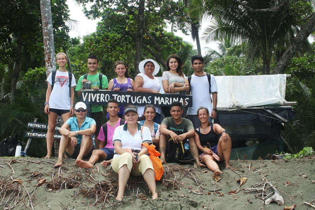 Photo by Manuel Sanchez, Group from Colegio Puerto Jimenez joins Osa to build the hatchery
